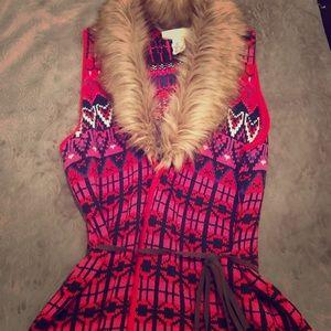 H&M's Sweater Vest with Faux Fur Collar